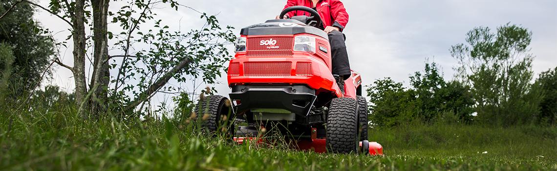 Trädgårdstraktorer | AL-KO trädgårdstraktor i aktion
