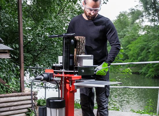 Vedklyvar   AL-KO klyvbord med automatisk centrering